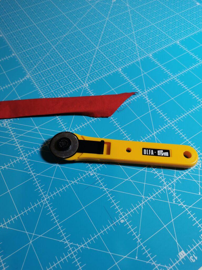 cutter e tappeto rigenerante  per tagliare nastri in sbieco