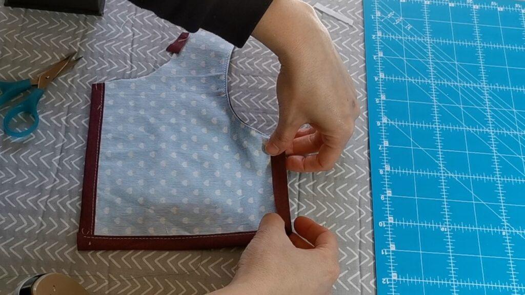 cucire il nastro in sbieco piegato